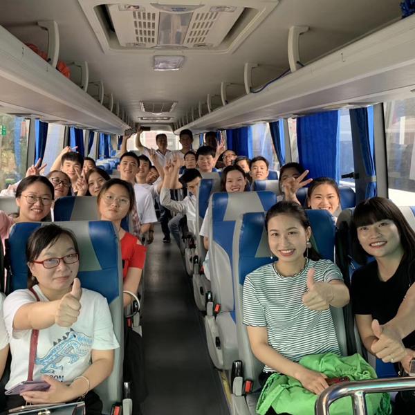 铸衡上海总部外出旅游大巴图